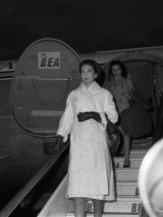 Maria-callas-at-london-airport-1959